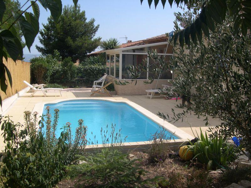 Vend villa rognac for Prix piscine beton 7x4